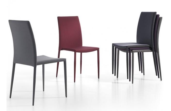Moderna silla apilable en pvc