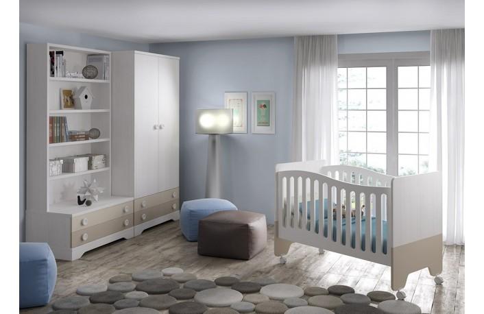 Habitacion infantil con cuna bebe armario y estanteria